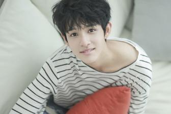 13岁就在韩国出道的他,短短几年内的暴风成长简直令人惊讶!