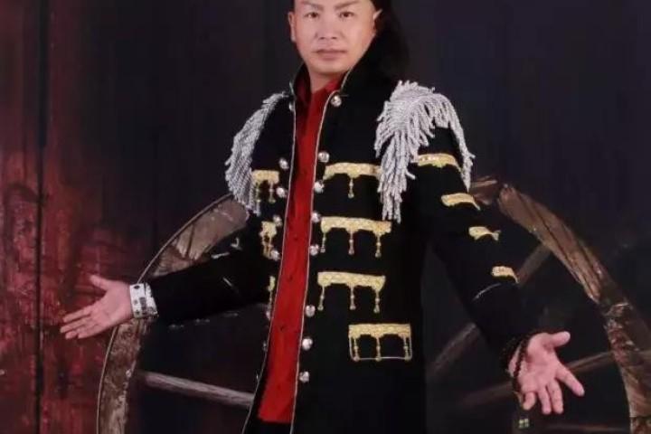 这个硬汉音乐人留学归国,为国家和民族勇敢歌唱!