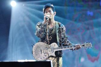 周杰伦称霸华语乐坛20年,下一个20年还得靠他撑着?