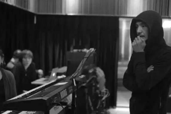 朴树最新纪录片首发:我曾特恨音乐,却在印度难民区找回自我!