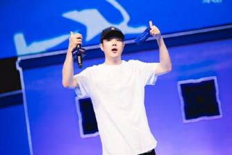 辉子辛巴现身WESG总决赛现场,为比赛献唱嘻哈新歌