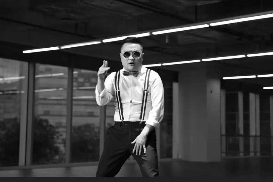 商务rapper孙八一新歌上线,为家私品牌打call