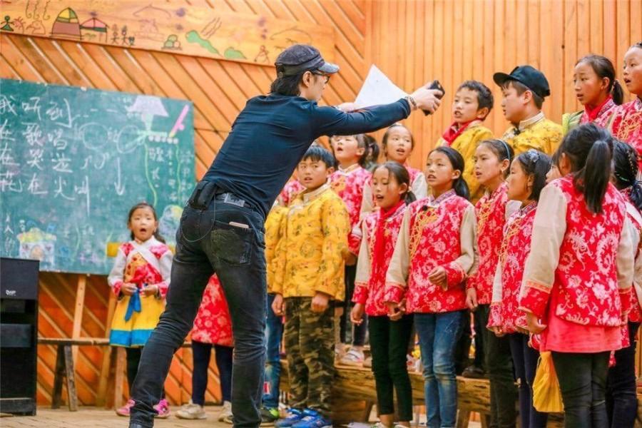 《让世界听见》音频上线,收录汪峰与向阳花合唱团演出曲目《朋友》