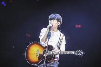 """""""欢迎你们来到我的梦里"""",赵雷北京工体演唱会顺利结束"""