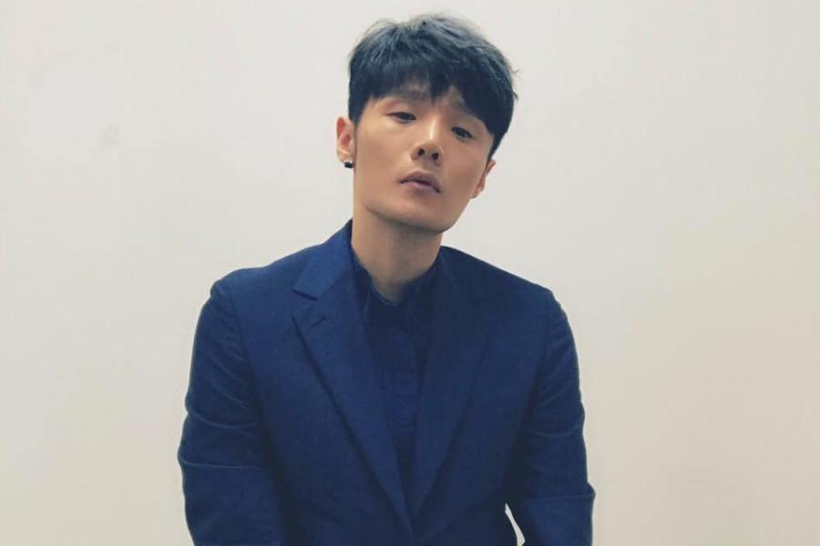 李荣浩低调现身女友杨丞琳演唱会,然而他的眼睛已经暴露了自己