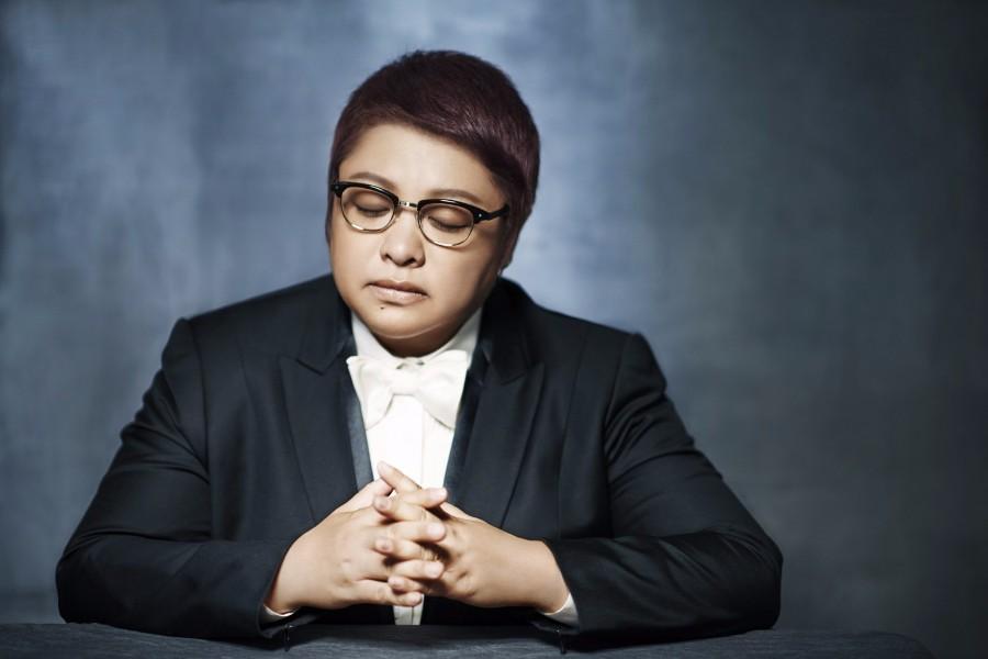韩红献唱《芳华》片尾曲,历经十五年《绒花》再次催泪上线