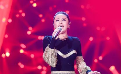 她是昨晚《歌手》最让我惊艳的选手,连刘欢都说:这嗓子南征北战够用了