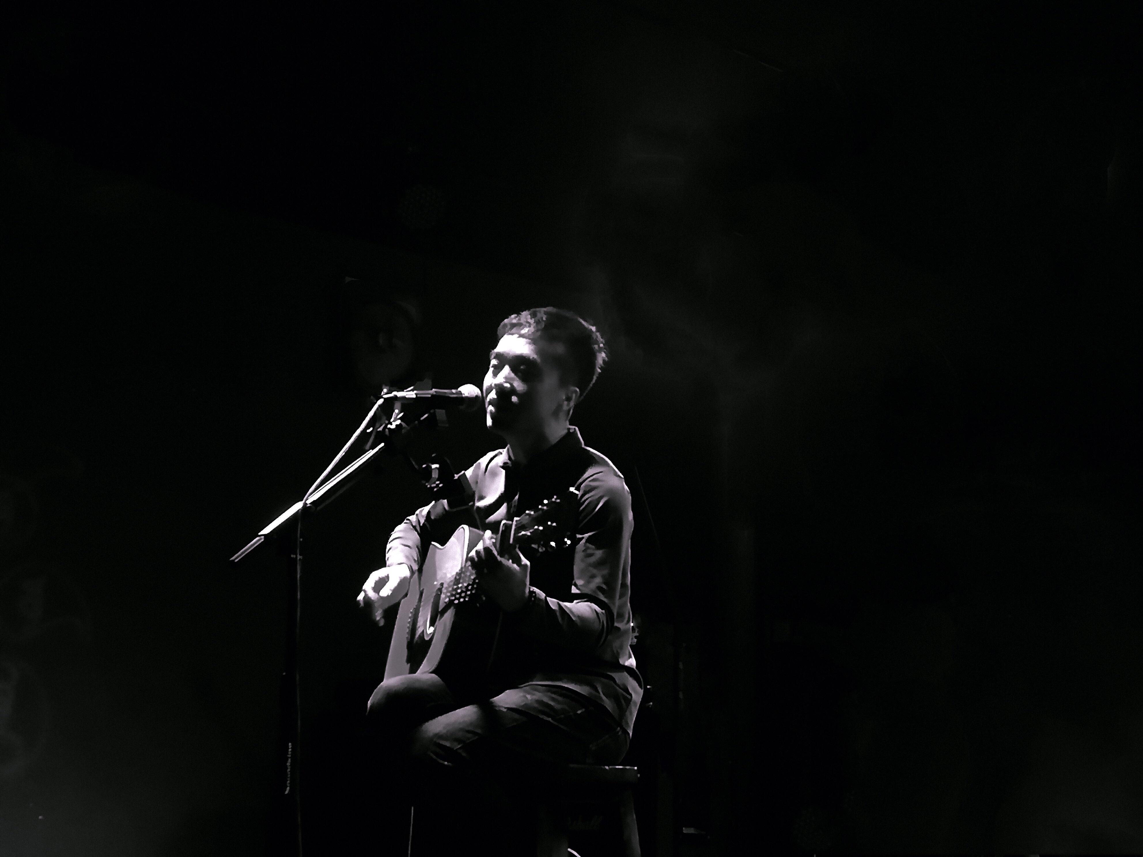 十年的沉淀,这个人的歌声里藏着过往的诗