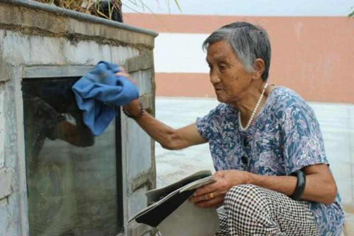 海子卧轨后,她成了世上最悲伤的女人
