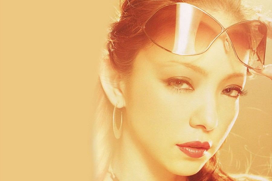 安室奈美惠推出最后一张精选大碟,新歌与经典旧作的完美结合