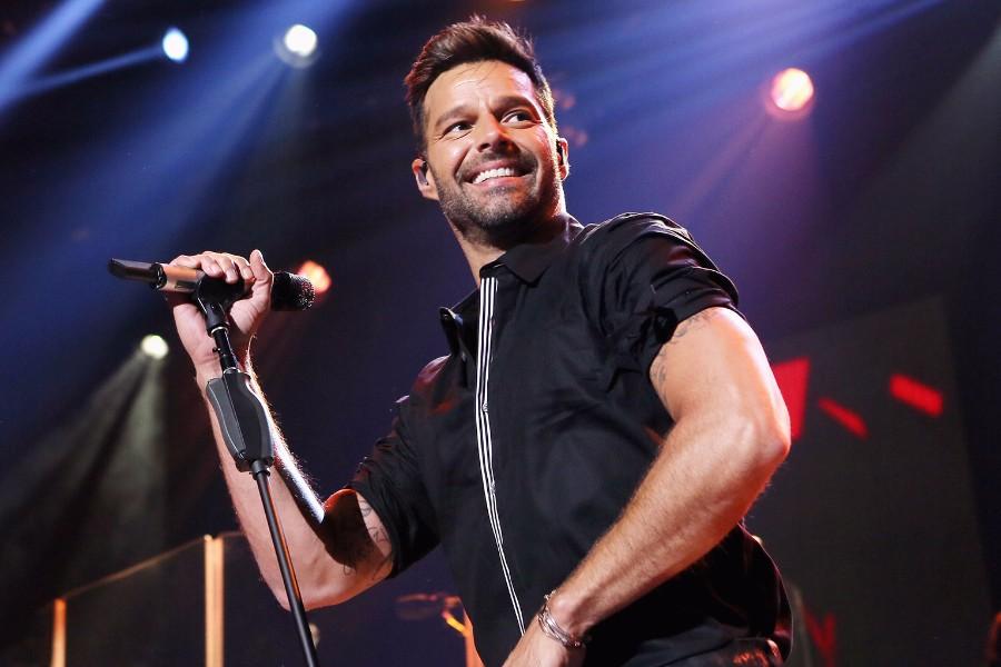 因地震取消演唱会后,Martin重返墨西哥与十万观众嗨唱