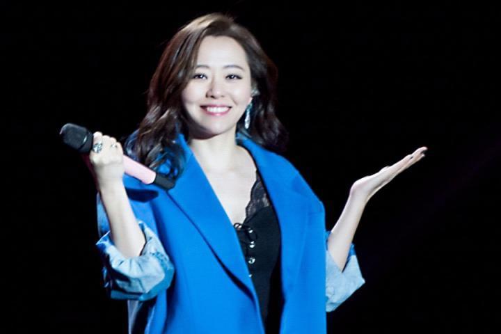 张靓颖翻唱王菲代表作《只爱陌生人》,声音之美打动全场