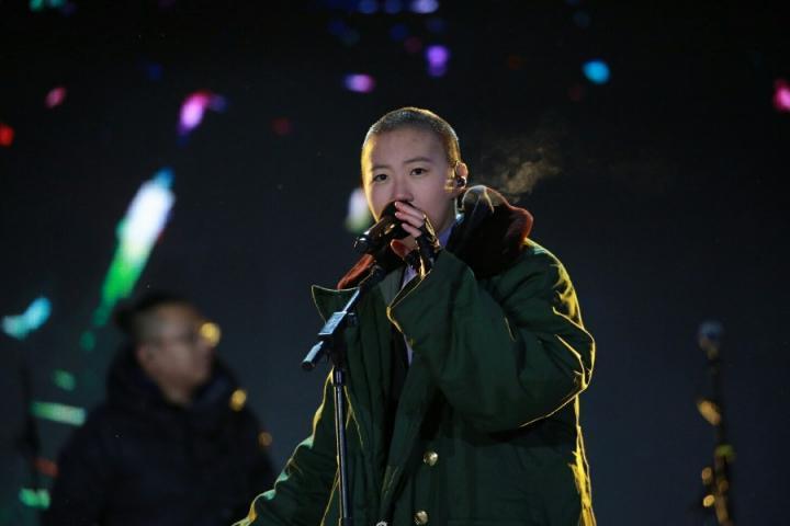 窦靖童北京卫视跨年,为大家带来了最新鲜的表情包